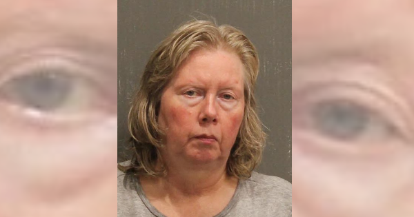 Woman charged after boyfriend says he woke up to her slicing his hands with a steak knife